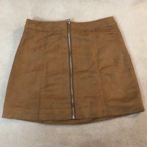 H&M suede tan skirt w/ zipper